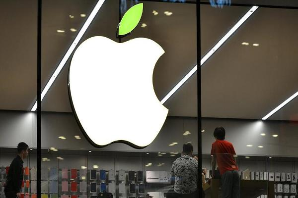 Midday Report: Apple at Records, Trades Above $800 Billion; Low Volatility Trading Remains