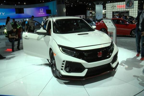 The Honda Civic Type R Has Explosive Power