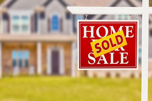 Midday Report: Strong Demand Boosts Pending Home Sales; U.S. Stocks Fluctuate
