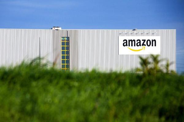 Stocks Lose Steam; Amazon to Create 100,000 U.S. Jobs