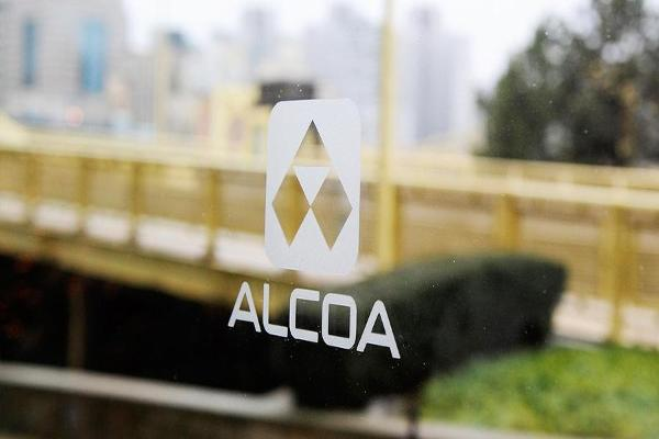 Alcoa Shares Rise Following Spin-Off