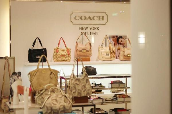 Coach Shares Fall on Analyst Downgrade