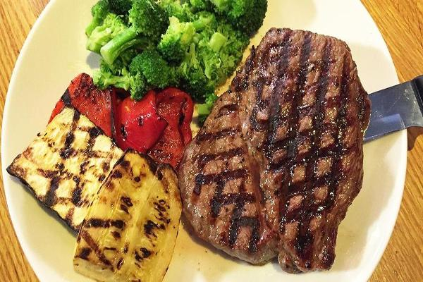 We Tried The New Smokey Applebee's Steak And Came Away Surprised