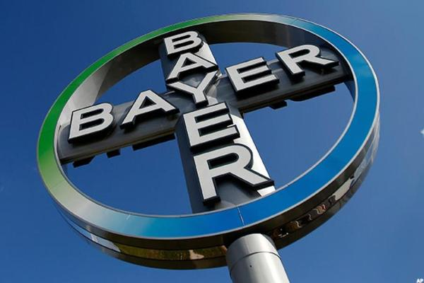 Bayer's Cautious 2017 Outlook Causes Stock to Slump