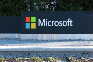 Microsoft Shares Surpass 1999 High on Cloud Computing Business