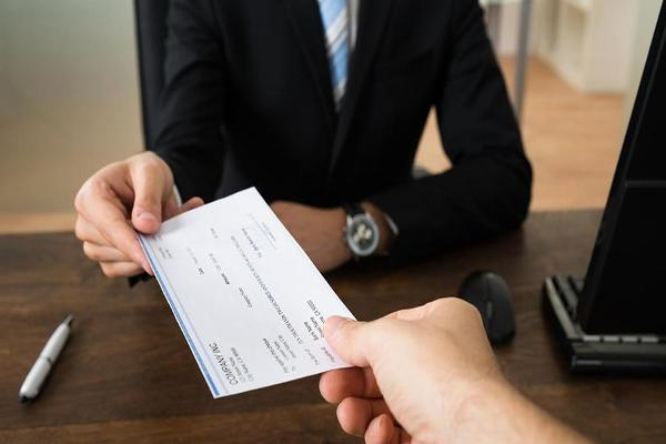 60 Seconds: Here's How Your Paycheck Will Change Thanks to the New Tax Law