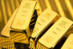 Gold Pressured On Fed's Mixed Signals, Awaits Jackson Hole