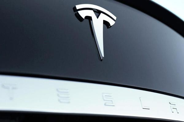 Jim Cramer: Tesla's Self-Driving Tech Great, SolarCity Not So Much