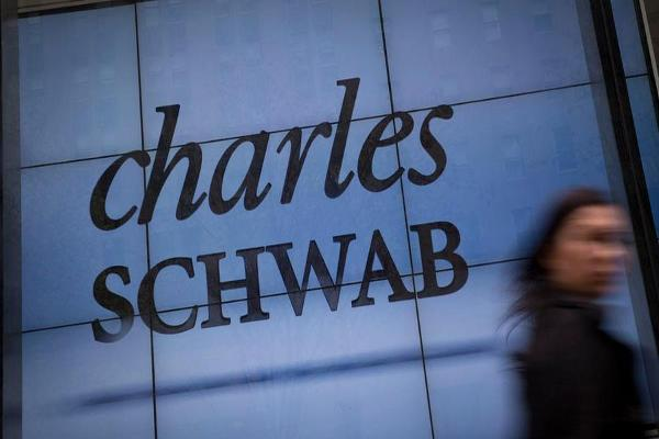 In Battle for Retirement Dollars, Schwab Launches Lower-Priced Target Date Funds