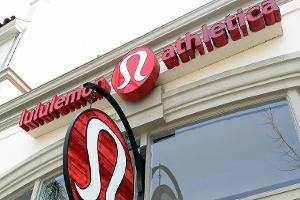 Midday Report: Lululemon Suffers From Weak Traffic; U.S. Stocks Gain
