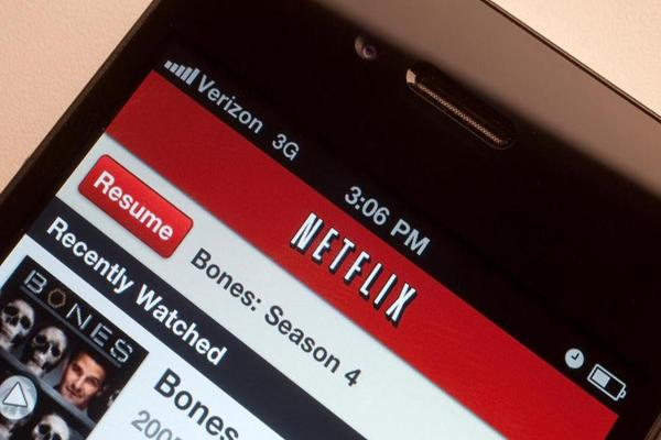 Closing Bell: Netflix Falls on Subscriber Concerns; U.S. Stocks Climb