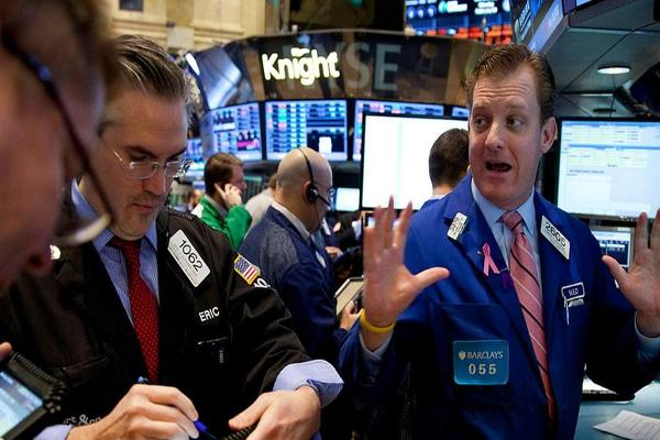Stocks Mixed as Oil Prices Sink; Third-Quarter GDP Beats Estimates