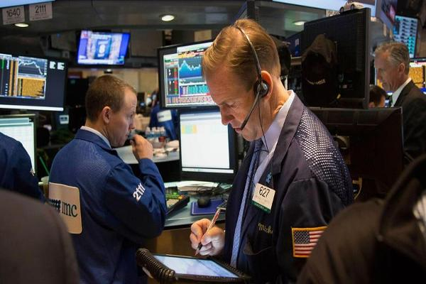 Stocks Retreat From Record Highs; Deere Shares Surge on Earnings