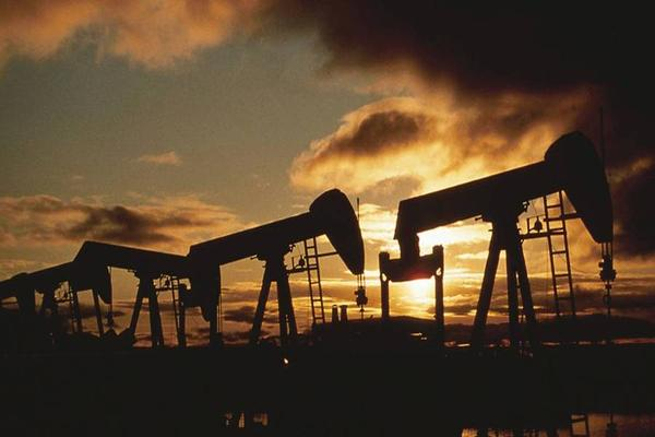 Oil Prices Fluctuate on Saudi Comments and Venezuela Warnings
