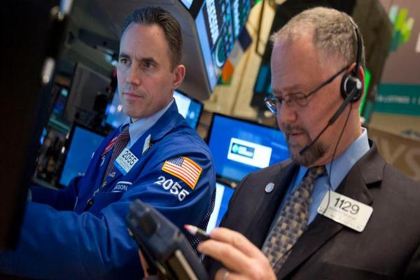 Midday Report: Crude Inventories Drop; Dow Retreats From Records Ahead of Fed
