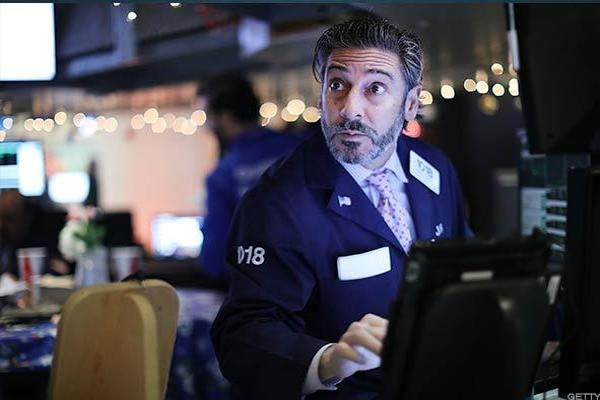 Dow, S&P 500 Decline as Retail Names Get Crushed