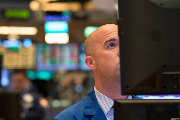 Stocks Mostly Lower as Wall Street Preps for an Earnings Surge