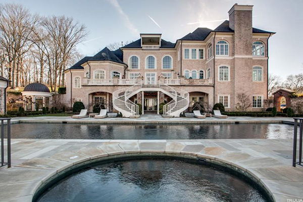 Kelly Clarkson's Tennessee mansion