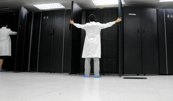 A worker with his supercomputer. Source: South China Morning Post.