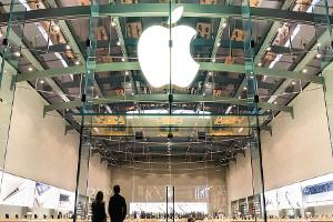 Should Apple Buy Up a Hollywood Studio?