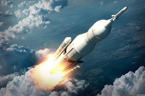 Apple Shares Get Ready for Blast Off: 2 Minute Watch