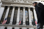 Stocks Lose Gains After Fed Commits to Reduce Balance Sheet, Increase Rates