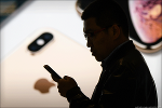 Apple's China Problem Isn't Just the Economy. Chinese Rivals Are Gaining, Too
