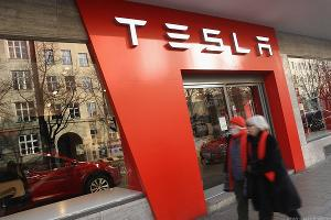 Tesla Short-Seller Hoffman Weighs In on 'Horrible' Q1 Earnings Miss