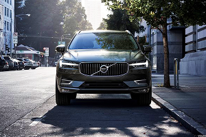 Volvo Attacks Tesla With Its Insane New 400 Horsepower Plug-In SUV