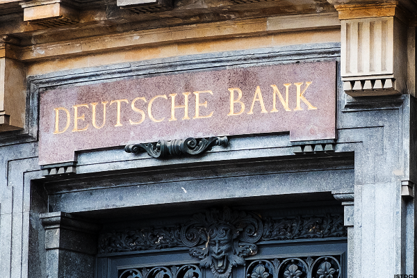 Deutsche Bank Slumps Despite Asset Management IPO Debut