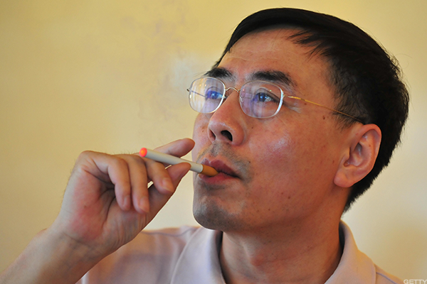 2003: Chinese Pharmacist Hon Lik Develops the First E-Cigarette