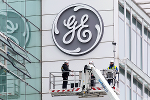 GE's 'On Track' to Cut Manufacturing Costs by $1 Billion, Immelt Says