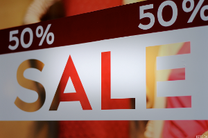 US Retail June Sales Rise 0.4%, Faster Than Forecast, as Consumers Flex Muscles