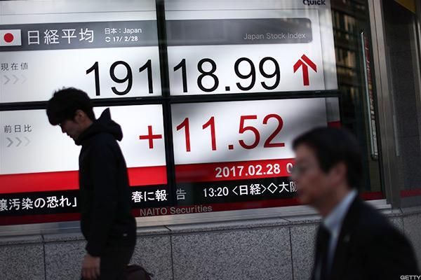 Japanese Stocks Shrug Off North Korea Concerns to Soar to 2 Year High
