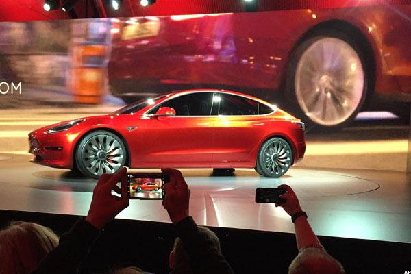 Tesla Offers First Look at Model 3 for 400,000 People Who Preordered