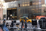 Trump Tower Hoopla Gives Fifth Avenue a Holiday Headache