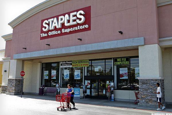 Could Staples Hit the 'Easy Button' With a Sale?