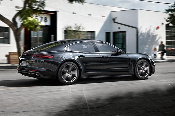 Luxury Large Cars: Porsche Panamera