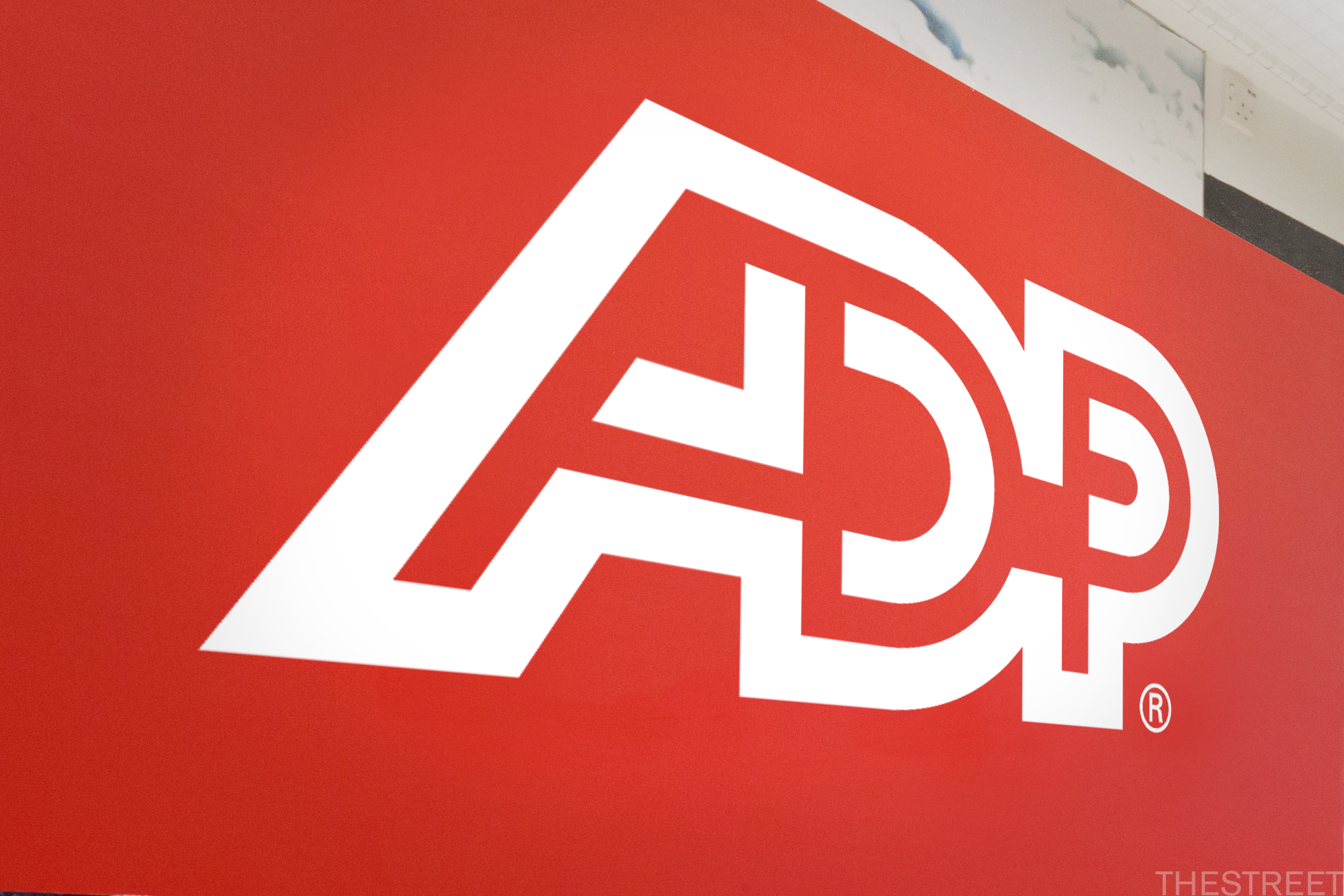 ADP Is a Dividend Aristocrat That Outperforms in Both Good and Bad Times