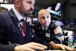 Dow Ends Lower, Hurt by Goldman, Boeing; S&P 500 Finishes Little Changed