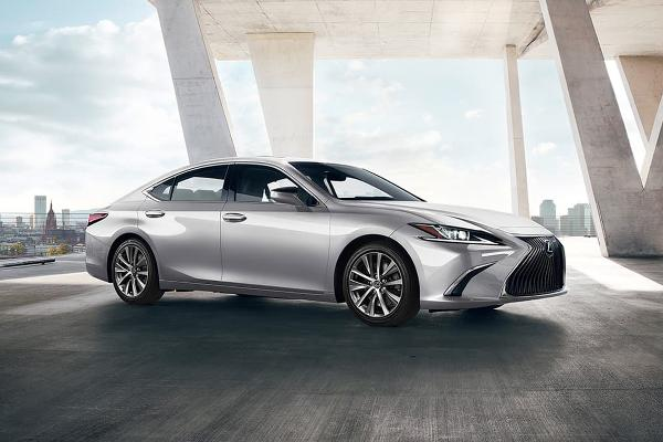 Luxury Midsize Cars: Lexus ES 350