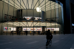 Apple Just Showed Dying Retailers Like Sears How Retail Should Be Done