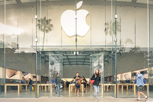Apple (AAPL) Stock Declines, Removed as Top Pick at Barclays