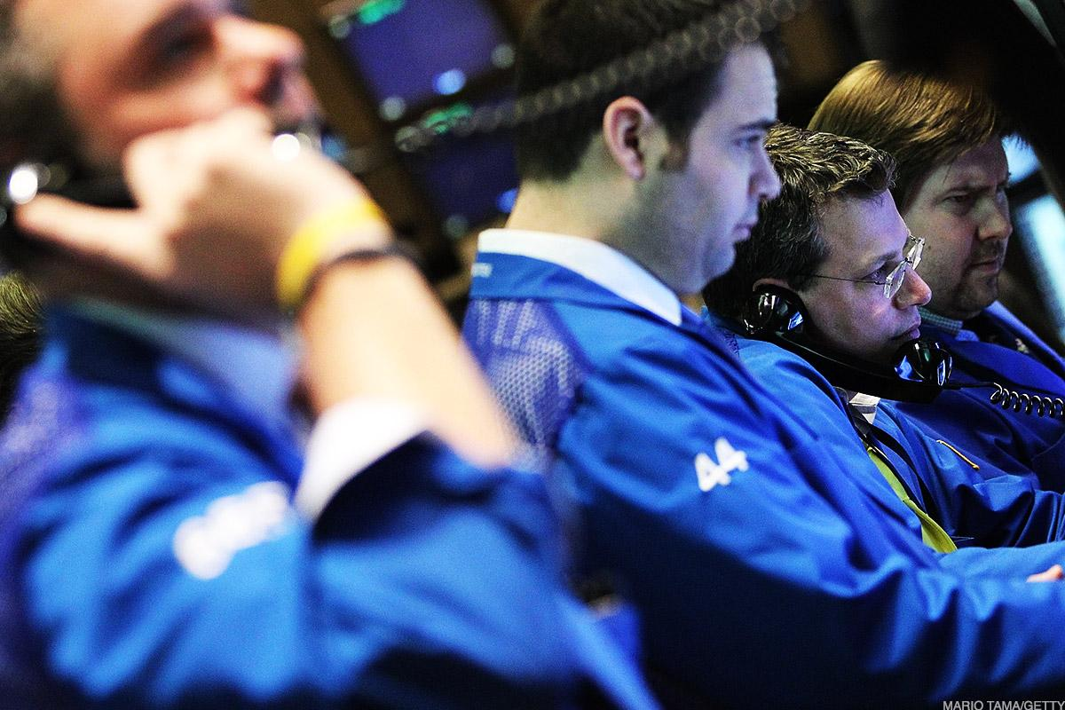 Dow Ends Higher; Stocks Surge at Close; Oil Spikes on Tanker Attacks - TheStreet.com thumbnail
