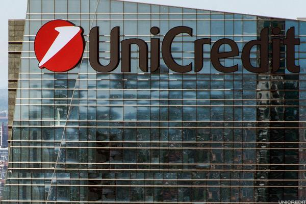UniCredit Rises After Sealing $20 Billion Bad Loan Deal With Fortress and PIMCO