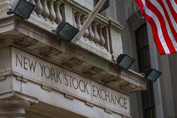 Stocks Fluctuate on Light Volumes, Oil-Drilling Activity Rises