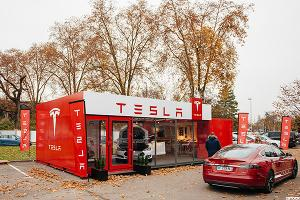 Tesla (TSLA) Stock Surges on Q3 Profit, JPMorgan: Misleading Results