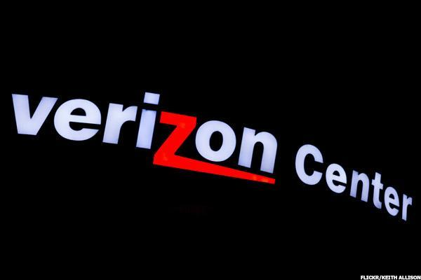 Verizon Misses Revenue Forecast, Shares Fall