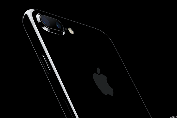 Apple's iPhone 7 Plus Success Story Could Mean the iPhone 8 Will Be Huge
