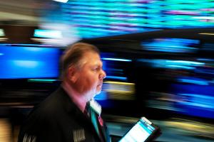 Dow Hits Intraday High in Cautious Trading